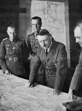 Hitler, Paulus. OKW