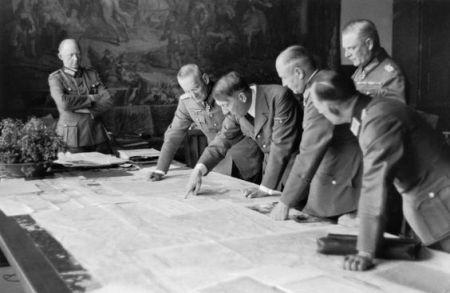 hitler brauchitsch keitel jodl halder berhoff julio 1940