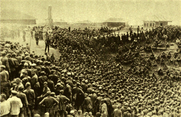 Masses of Red Army prisoners at Smolensk