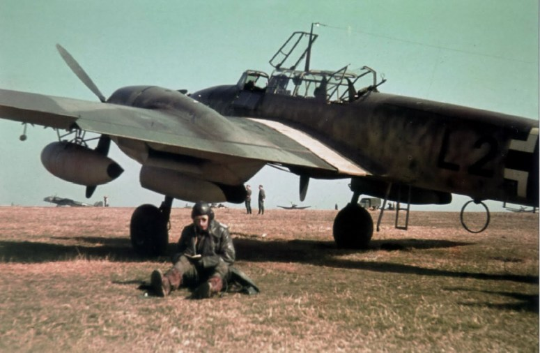 Bf-110C-Zerstorer-color-photo-Stalino-airfield-Italy-01