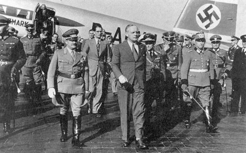Ribbentrop regresa de moscu